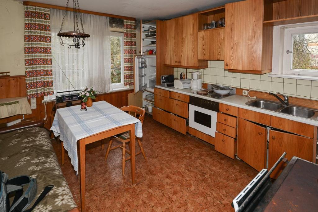 freistehendes einfamilienhaus zum renovieren. Black Bedroom Furniture Sets. Home Design Ideas